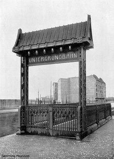 Alfred Grenander, U-Bhf Sophie-Charlotte-Platz, Portal