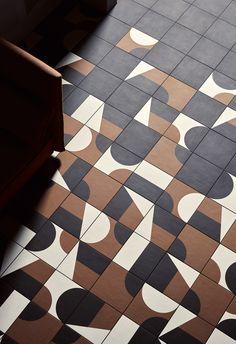 Mutina Puzzle, designed by Barber & Osgerby… Floor Patterns, Tile Patterns, Textures Patterns, Wall And Floor Tiles, Wall Tiles, Modern Floor Tiles, Floor Design, Tile Design, Mutina Puzzle