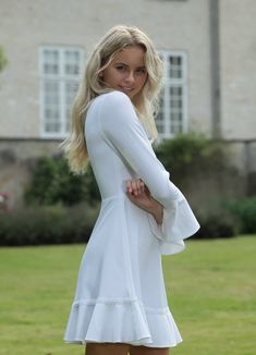 Konfirmationskjoler - Eksklusive kjoler til konfirmander Cute Baby Girl, Cute Babies, White Dress, Wedding Dresses, Hair, Outfits, Fashion, Bride Dresses, Moda