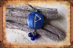 """Porte-clé runique porte-bonheur """"Wynn"""", de couleur bleu foncé : Porte clés par freyja-s-faeries"""