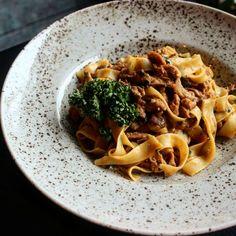 pulled pork tagliatelle. Pulled Pork, Spaghetti, Ethnic Recipes, Food, Shredded Pork, Essen, Meals, Yemek, Noodle