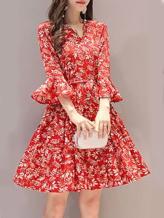 V Neck Floral Printed Bell Sleeve Shift Dress - Top clothes Simple Dresses, Casual Dresses, Fashion Dresses, Floral Dresses, Cheap Dresses, Floral Maxi, Fashion Clothes, Girls Blue Dress, Dress Red