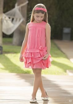 Arras y classic Little Girl Fashion, Kids Fashion, Little Girl Dresses, Girls Dresses, Cute Dresses, Beautiful Dresses, Kids Frocks, Frock Design, Girl Dress Patterns