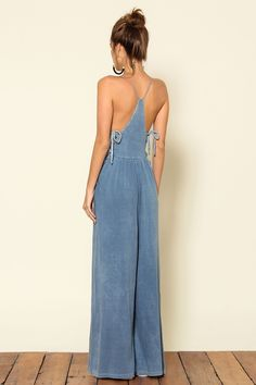 80 Gorgeous Racer Back Light Blue Faux Denim Side Tie Wide Legged Jumpsuit Estilo Denim, Estilo Boho, Denim Fashion, Love Fashion, Womens Fashion, Fashion Tips, Mode Abaya, Diy Vetement, Denim Jumpsuit