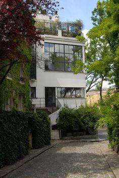 Maison-Atelier Ozenfant, Paris, France by Le Corbusier :: 1922. It incorporates some of the principles set out in his 'five points of architecture'.