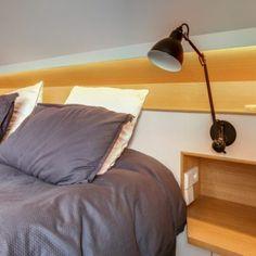 Tête de lit sur-mesure sous pente Scénographie intérieure Paris
