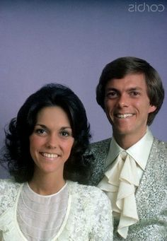 The Carpenters, 1976 PEOPLE Magazine shoot Richard Carpenter, Karen Carpenter, Shakira, Karen Richards, Celebrity Siblings, Johnny Mathis, All In The Family, Country Music Singers, People Magazine
