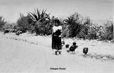 Vendedora de pollos en 1943 en Zimapan Hidalgo Mexico