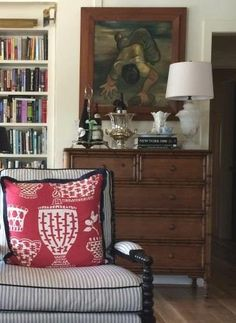Alabaster Lamp in Living Room of Mary Carol Garrity's Cottage Room Inspiration, Interior Inspiration, Living Spaces, Living Room, Cottage Living, Interior Decorating, Interior Design, Interior Exterior, Beautiful Interiors