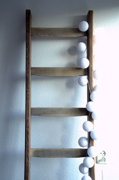 Houten ladder met cotton balls #leenbakker