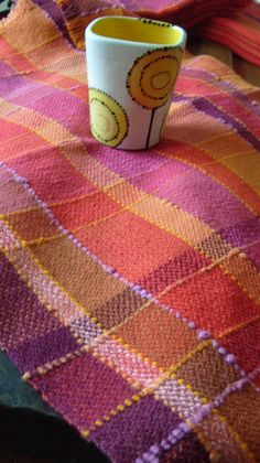Handwoven Tea Towel Sunshine II by barefootweaver on Etsy Weaving Tools, Weaving Projects, Loom Weaving, Weaving Textiles, Weaving Patterns, Tear, Weaving Techniques, Knitted Blankets, Tea Towels