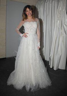 Martina Stoessel usa un vestido blanco muy  hermoso diria yo que pueden elegir para ponerse  al decir verdad yo tengo ese vestido pero en mi talla