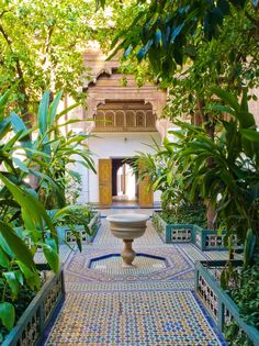 Beautiful Courtyards of Morocco. These courtyards can be found at every Hotel (Riad) of the Who is up for the Marrakech with now? 25 Beautiful Homes, Beautiful Home Gardens, Amazing Gardens, Marrakech Gardens, Riad Marrakech, Marrakesh, Moroccan Garden, Monuments, Garden Architecture