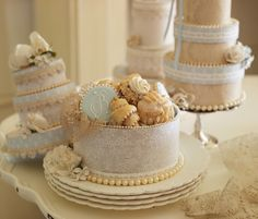 Cookie Assortment in Wedding Cake Boxes. Cute for Bridal shower by Julia M. Photo by Steve Adams. From Julia M. Wedding Cake Boxes, Wedding Cake Cookies, Cupcake Cookies, Wedding Cakes, Lollipop Sweets, Hat Box Cake, 3d Christmas, Cookie Crumbs, Paper Cake