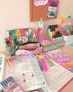 Pin de lisseth garcía en muebles desk organization, study desk y cute schoo Stationary School, School Stationery, Cute Stationery, Study Room Decor, Cute Room Decor, Stationary Organization, Desk Organization, Cool School Supplies, Craft Room Design