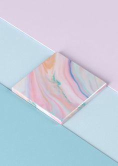 Color palette: Color blocking and marble textures. This color inspiration ranges between muted purple and blue to pastel pinks. Design Blog, Design Trends, Color Trends, Design Design, Textures Patterns, Color Patterns, L Wallpaper, Rose Quartz Serenity, Design Graphique