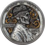 Usando moedas actuais como telas, e devido ao seu tamanho, espessura e consistência, Paolo esculpe retratos de ícones da cultura literária e pop