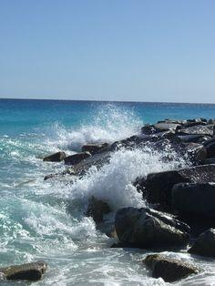 waves crashing on the rocks Ocean Scenes, Beach Scenes, Waves Photography, Nature Photography, Ocean Pictures, Ocean Wallpaper, Sea Photo, Seen, Sea Waves