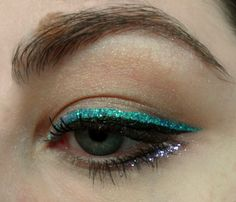 Emerald green glitter eyeliner - bright cat eye w/ Urban Decay Heavy Metal Glitter liner #SephoraPantone #ColoroftheYear