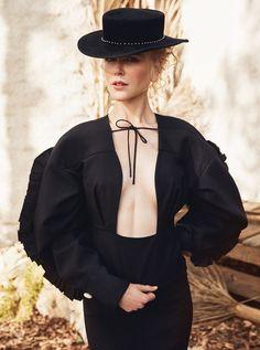 演員 Nicole Kidman 登上是最新一期《The Edit 》二月刊封面人物,由攝影師 Yelena Yemchuk 掌鏡,Kidman 身穿  Jil Sander 白色襯衫...