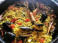 Paella de diumenge tradicions de familia #arros #peix #marisc #verdures #paella #rice #fish #seafood #vegetables #foodporn #foodies #yummy #petitsplaers #catalunya #mediterranean
