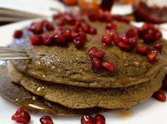 Buchweizenpfannkuchen mit Granatapfelkernen