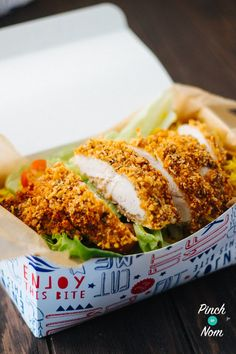 The temptation of the KFC takeaway will be kept well under control with this low calorie, low points and low Syn KFC Rice Box! Kfc Chicken Recipe, Baked Chicken Recipes, Slimming World Dinners, Slimming World Recipes, Kfc Takeaway, Rice Box, Pinch Of Nom, Savory Rice, Low Calorie Recipes