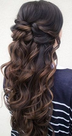 Wedding Hairstyles Half Up Half Down 15 Prettiest Half-up Quinceanera Hairstyles - Quinceanera - Stumped between an elegant up-do and a voluminous down 'do? Here's a simple solution: half-up quinceanera hairstyles! Wedding Hair Down, Wedding Hair And Makeup, Hair Makeup, Makeup Hairstyle, Brown Wedding Hair, Bridal Hair Down, Half Up Wedding Hair, Prom Makeup, Bridal Makeup