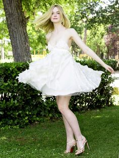 Picture of Elle Fanning Dakota Fanning Y Elle, Fanning Sisters, Celebs, Celebrities, Looks Style, Girly Girl, Poses, Beauty Women, Actresses
