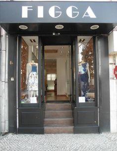 A Loja Figga naPraça de Londres, tem para lhe oferecer uma completa gama de acessórios de moda, Camisas, Camisolas, Vestidos, Saias, Calças, Jeans, Casacos, Sobretudos, Sapatos, Malas, Cint...