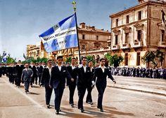 8 κατεδαφισμένα κτήρια που κάποτε υπήρχαν στην Αθήνα   Τι λες τώρα; Greece Pictures, Old Pictures, Old Photos, Greek History, National Holidays, Athens, Louvre, Street View, City