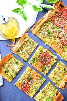 This Heirloom Tomato & Goat Cheese Tart is bursting with summer flavor! | www.mybottomlessboyfriend.com