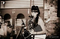 The Daisy Chains are an all girl band who all play and sing. Their repertoire takes in vintage jazz, rock 'n' roll, soul and up to modern pop. This 6 piece band perform songs from artists as diverse as Elvis, Chcik Berry, Louis Prima and Paloma Faith.