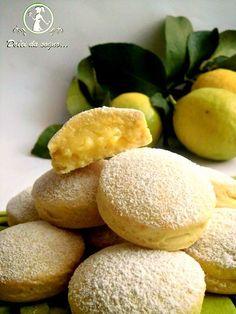 Lemon cream biscuits/ Biscotti con crema al limone Italian Pastries, Italian Desserts, Lemon Desserts, Lemon Recipes, Cookie Desserts, Italian Recipes, Sweet Recipes, Cookie Recipes, Delicious Desserts