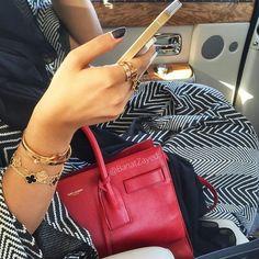 Fashionista of the Day @banatzayed #fashionistaoftheday #dubaifashionista #style #stylista #styleinspiration #ootd #outfitpost #fashiondiaries #fashionista #streetstyle #abayastyle #dubaigirl