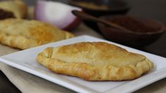 Blogger Paula Jones from Bell'alimento shares a creative way to make empanadas using crescent rolls.