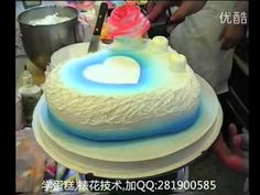 视频: 蛋糕裱花教学视频 如何做生日蛋糕裱花 - YouTube