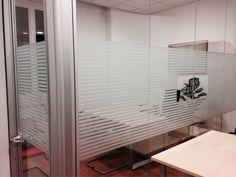 Realizzazione satinatura per divisori uffici con logo Banca Generali