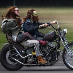 Harley Davidson Bike Pics is where you will find the best bike pics of Harley Davidson bikes from around the world. Harley Davidson Custom, Harley Davidson Knucklehead, Classic Harley Davidson, Harley Davidson Motorcycles, Motos Bobber, Bobber Chopper, Chopper Motorcycle, Cool Motorcycles, Vintage Motorcycles