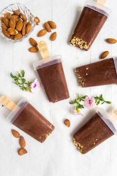 Helppo ja terveellinen itse tehty manteli-suklaajäätelö. #jäätelö