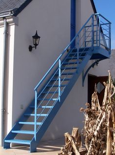 Escalier 7 Iron Staircase, Modern Staircase, Stair Railing, Railings, Outside Stairs, Outdoor Stairs, External Staircase, Home Stairs Design, Steel Stairs