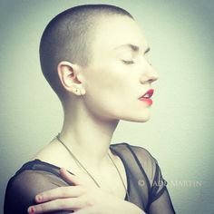 "44 Likes, 3 Comments - Buzzcut lover (@buzzcut_lover) on Instagram: ""#shavedheadedbabes #headshave #baldgirl #girlswithbuzzcuts #buzzedbeauty #buzzcut #buzzedgirls…"""