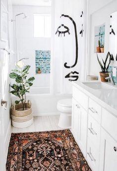 Boho Bathroom, Simple Bathroom, Bathroom Rugs, Bathroom Interior, Modern Bathroom, Bathroom Ideas, Bathroom Inspo, Bathroom Renovations, Parisian Bathroom
