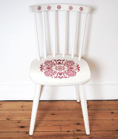 The up-cycled Samode Chair has been painted with Annie Sloan Chalk Paint™ and stencilled using the Janpath Stencil.It would make a lovely statement in any room.Any imperfections should be seen as part of the charm of this one-off original piece.Colour: Old White with Emperor's Silk StencilDimensions:height 85cmswidth: 40cmsdepth: 38cms ...............SHIPPING PRICES AVAILABLE ON REQUEST................