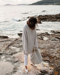 Outfit of The Week: Slouchy, Beachy Cream Puff