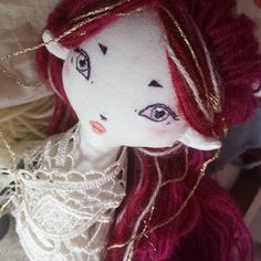 I'm in love with her💖 Also, it's getting a bit crowded in my tiny studio, so I'm planning the next release, in a week or so. Mondays are hard but I hope y'all are having a good time!😊 . . . #doll #heirloomdoll #embroidery #clothdoll #redhead #elf #fantasy #fantasydoll #mori #morigirl #woodland #forestgirl #anxiety #anxietyhelp #sewing #gold #dollmaker #ooakdoll #kawaii #artdoll #shopsmall #supportsmall #littlefairyforest #goldenhair #nursery #nurserydecor