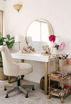 20 Best Makeup Vanities & Cases for Stylish Bedroom - Joligrace - . - 20 Best Makeup Vanities & Cases for Stylish Bedroom – Joligrace – … - Room Decorations, Decor Room, Beauty Room Decor, Tv Decor, Stylish Bedroom, Modern Bedroom, Bedroom Vintage, Affordable Home Decor, Affordable Bedding