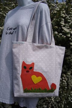 Sac pour femme ou adolescente gris à pois blanc avec un chat. : Sacs bandoulière par farfadelle