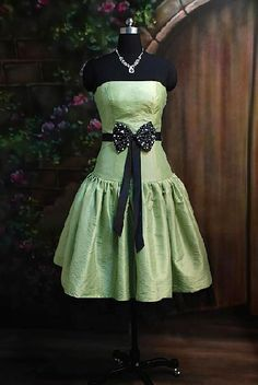 black and green prom dress Cute Bridesmaid Dresses, Black Prom Dresses, Pretty Dresses, Short Dresses, Sparkle Wedding, I Dress, Wedding Gowns, My Style, Wedding House