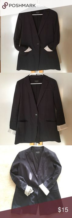 Black Club Monaco Women's Tailored Blazer Sz. 10 Black Club Monaco tailored blazer jacket, inspired by menswear. Perfect with skinny jeans, denim shorts or a mini skirt. Fully lined with two front pockets and one button. -98% Cotton, 2% Spandex - Size 10 - Good condition: no pilling or any noticeable damage. I love this jacket it just doesn't fit well any longer. Club Monaco Jackets & Coats Blazers